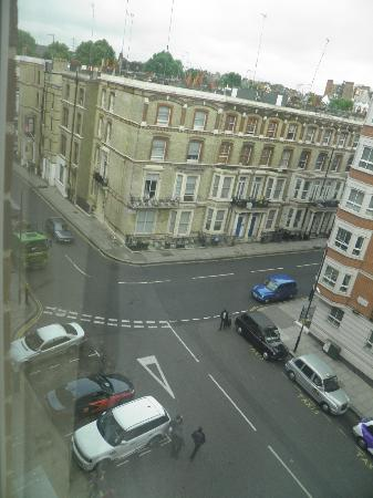 Holiday Inn London - Kensington High Street: Kensington Close vista dalla camera