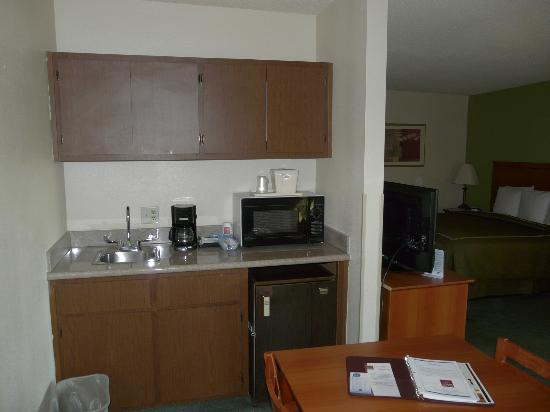 Comfort Suites at Sabino Canyon: Kitchenette