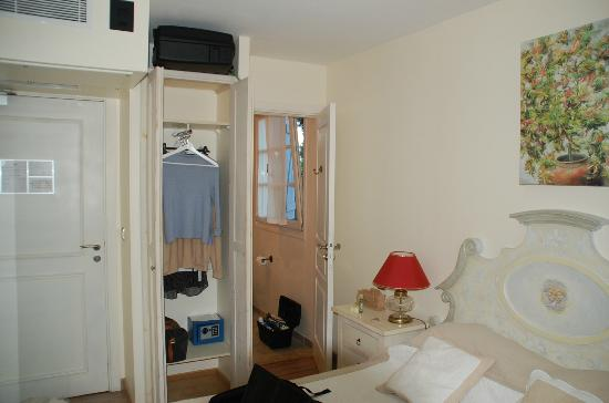 Hôtel Eze Hermitage: rangement chambre
