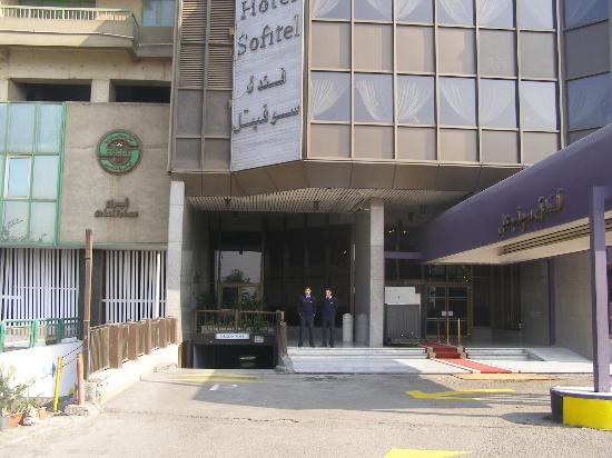 Holiday Inn Cairo Maadi: Entrance of Sofitel Maad, Cairo