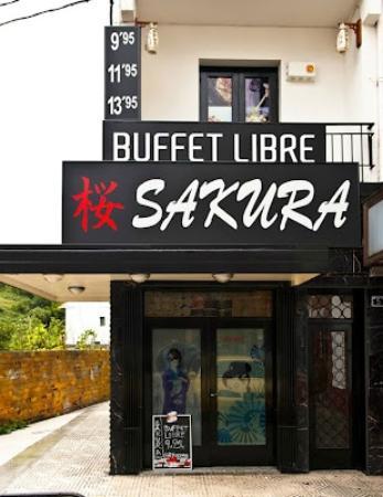 Colindres, Španělsko: Al fono de un callejón el Sakura, si no vas atento no lo encuentras...