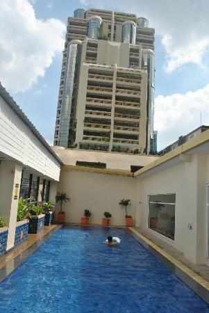 Citadines Sukhumvit 16 Bangkok: Pool area