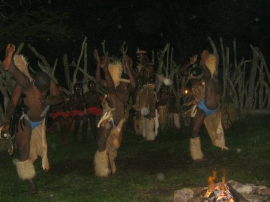 Protea Simunye Zulu Lodge: Zulu dances 