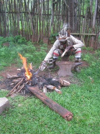 Protea Simunye Zulu Lodge: making speers 
