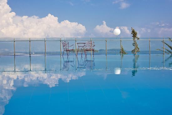 Kontokali Bay Resort and Spa: infinity Pool