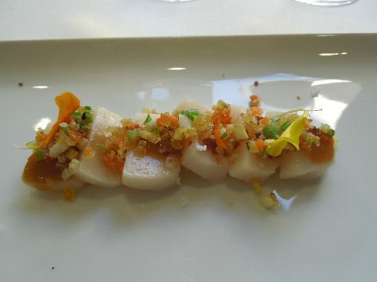 Cabana Buenavista: Sashimi de pez mantequilla con verduras salteadas. Foto: Elo Durán