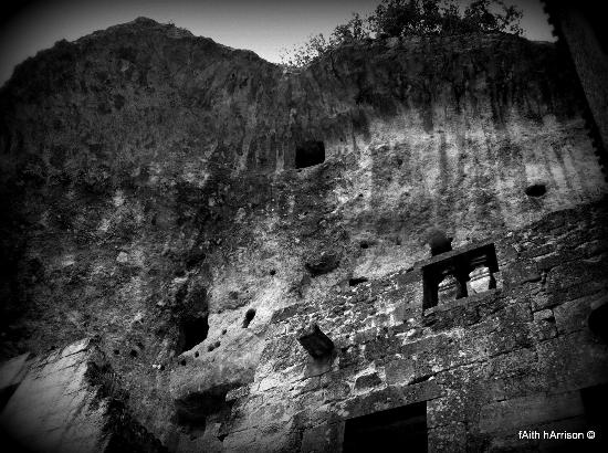 Hotel des Roches : caves behind the hotel