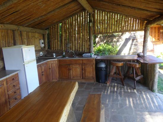 Avoca River Cabins: outdoor kitchen - very well equipped