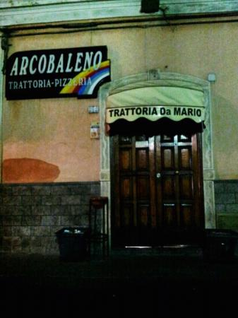 Pizzeria trattoria  - Arcobaleno: Front door off of Via Provincale