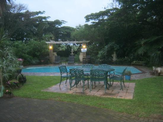 جيتواي كنتري لودج - بيت ضيافة: pool 