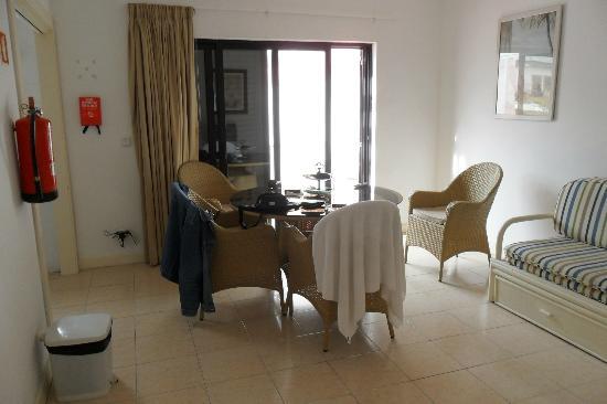 Apartamentos Mouraliz: Living Area viewed from front door
