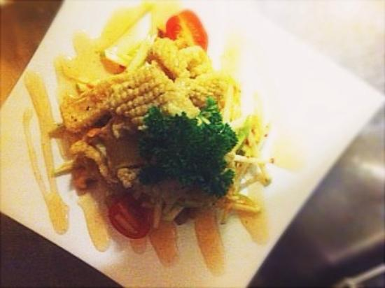 Seafood padthai picture of gasiinsamut thai fusion for Australian fusion cuisine