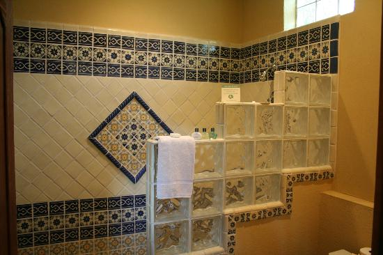 Escondida Resort : Large walk-in shower
