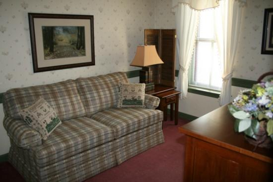 Strasburg Village Inn: Room #11 sitting room area