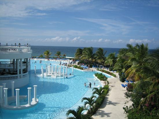 Grand Palladium Jamaica Resort & Spa: Beautiful View of Main Pool