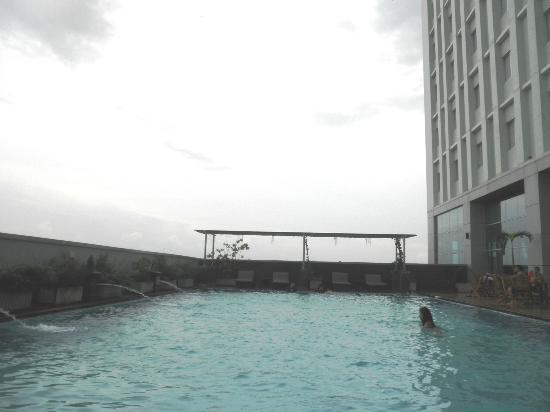 Novotel Bangka Hotel & Convention Center: pool on the 3rd floor