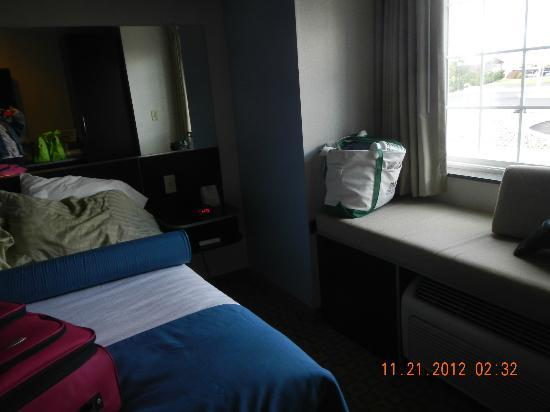Microtel Inn & Suites by Wyndham Klamath Falls: window seat