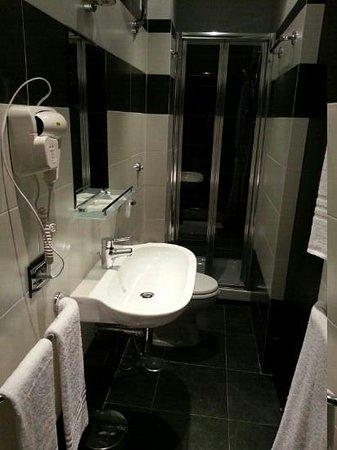 B&B la Casa di Patty : Clean bathroom