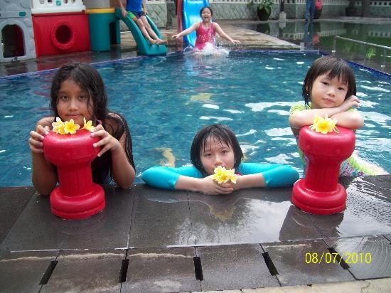 Hotel Santika Premiere Jogja: pool