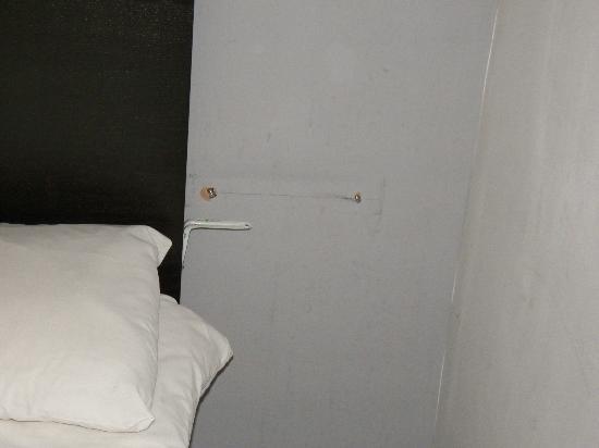 Radnor Bayswater Hotel: No stand near bed
