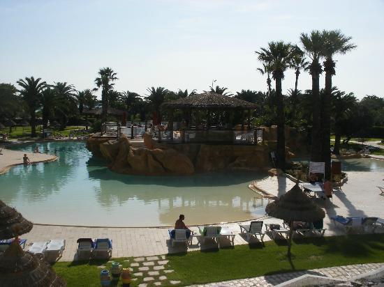 SENTIDO Phenicia: The leisure pool & its island bar