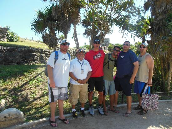 Riviera Sightseeing day tours: The husbands with William our guide at the Tulum Ruins