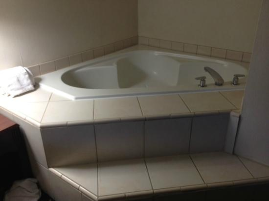 """Courtyard Palm Desert: """"spa tub"""" right next to your bed."""