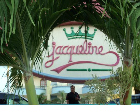 Hotel Jacqueline: Signage