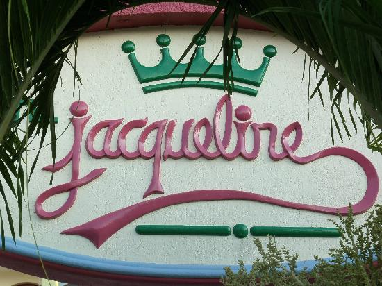 Hotel Jacqueline : Entry sign