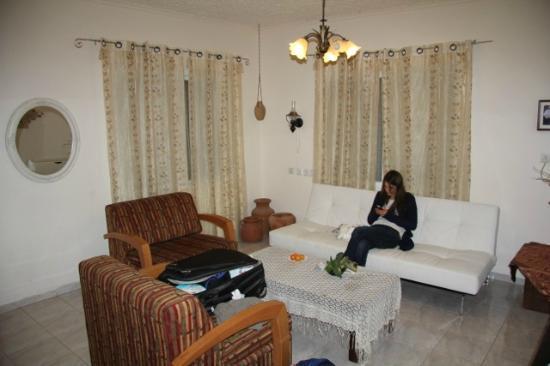 Arbel Guest House Shavit Family: Wohnzimmer mit Sofa's und Sesseln
