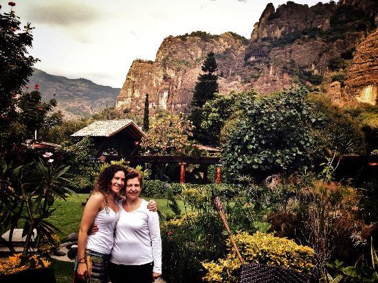 La Buena Vibra Retreat & Spa: Vista del tepozteco desde la terraza del restaurante