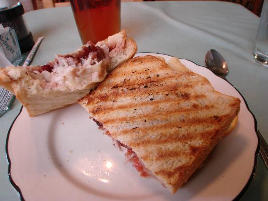 Veranda Cafe & Gifts: delicious soup and sandwich