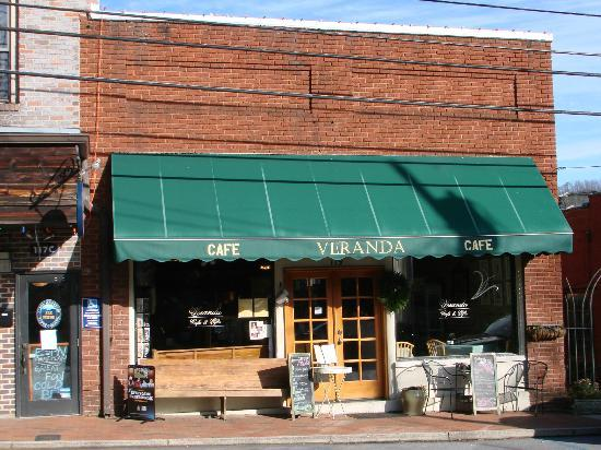 Veranda Cafe & Gifts: pleasant restaurant serves delicious food