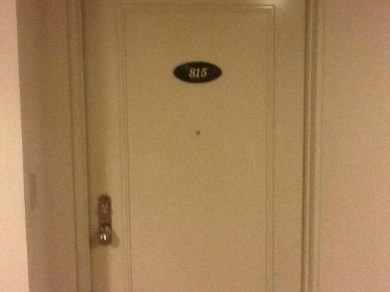 ‪‪Parkview Hotel‬: Our room door.‬