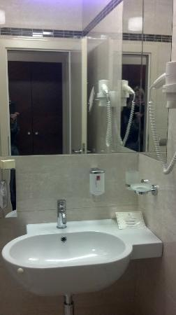 Hotel Alexandria: Renovated bathroom in the old building