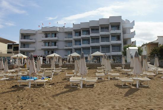 Hotel Sabbia d'Oro: View from the beach