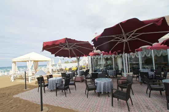 Hotel Sabbia d'Oro: Open-air restaurant