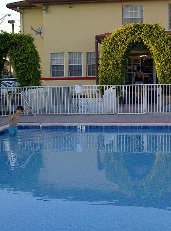 Baymont Inn & Suites : piscine