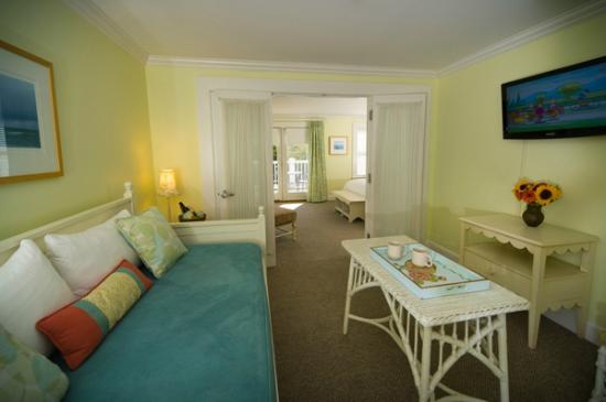 vineyard haven chat rooms All rooms at our bed and breakfast include: en-suite bathroom, air conditioning, luxurious bathrobes lux room - nobnocket boutique inn vineyard haven b&b.