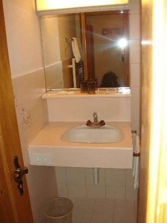 Hotel Sonne: Bathroom