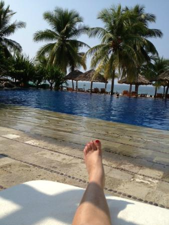 Viceroy Zihuatanejo: Hanging at the pool