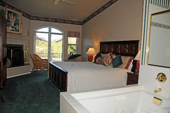 Canyon Villa Bed and Breakfast Inn of Sedona: Comfortable, well laid out rooms, most with super views.