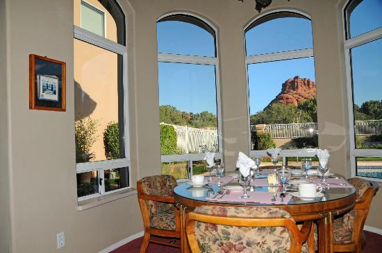 Canyon Villa Bed and Breakfast Inn of Sedona: Red rock country is just outside the windows of Canyon Villa B & B Inn