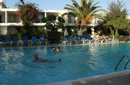 Hotel Volubilis: Rooms overlooking pool
