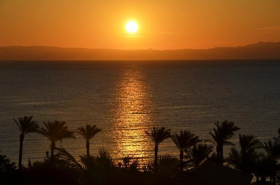 Ecotel Dahab Bay View Resort: The Sunrise from my room. The sunrise in Dahab is something very special.