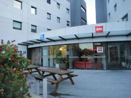 Ibis budget Girona Costa Brava : Вход отеля