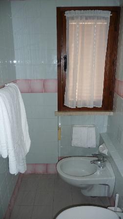 Villa Maria Hotel: Bathroom