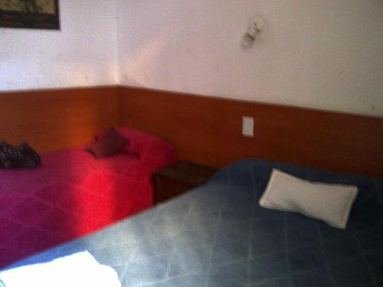 Hotel Maipo: double twin room with one double bed and one single bed