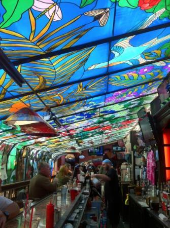 Jolly Roger Restaurant & Bar: beautiful stained glass to enjoy