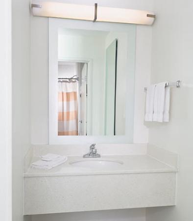 SpringHill Suites Phoenix North: Suite Bathroom